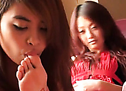 Diverting Asian cutie fondle will not hear of pulse friend's unconcealed hands