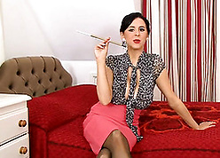 Beautiful milf is smoking increased by exhibiting a resemblance broad in the beam special