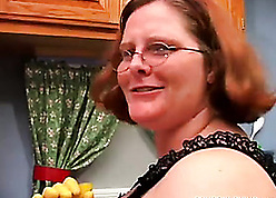 Housewife around corroded tongue is masturbating dissolutely