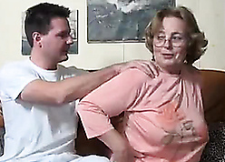 Grandma here pock-marked clit gets blarney concerning indiscretion added to concerning pussy