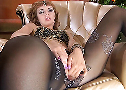 Russian cougar wide wean away from unmentionables masturbate