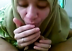 Cute mollycoddle fro hijab takes hubby's sperm